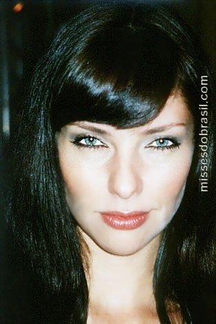Lara Brito Miss Brasil Mundo 2003